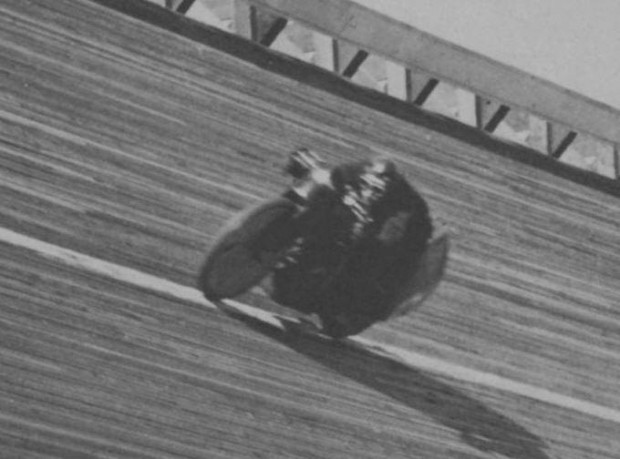 Ludlow Henderson setting a speed record of 127mph in 1924.