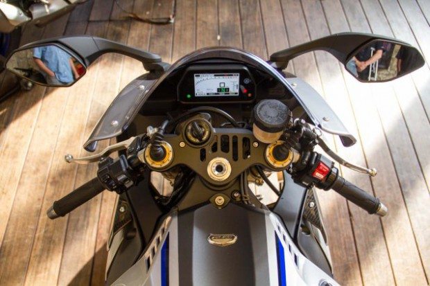 2015-Yamaha-YZF-R1M-up-close-Alicia-Mariah-Elfving-19